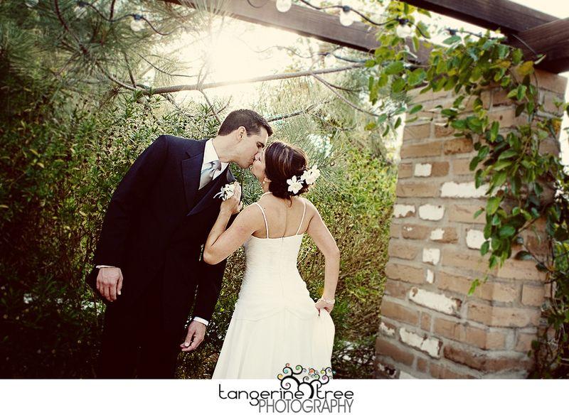 Bride groom estancia kiss